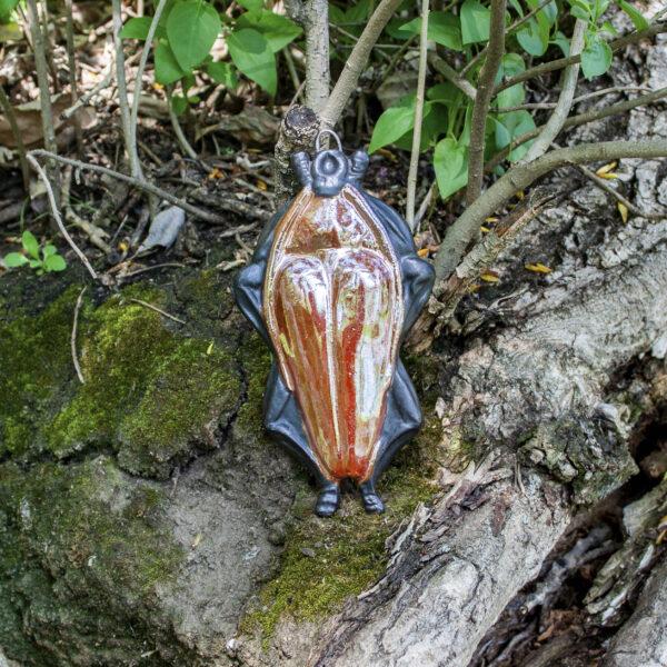Фигурка жука из керамики