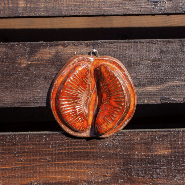 Подвеска из керамики Грейпфрут красный с долькой