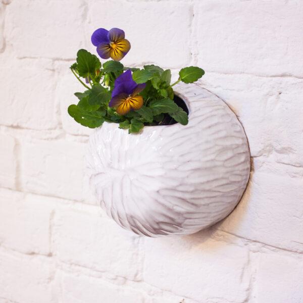 Кашпо настенное с рельефом из керамики № 2