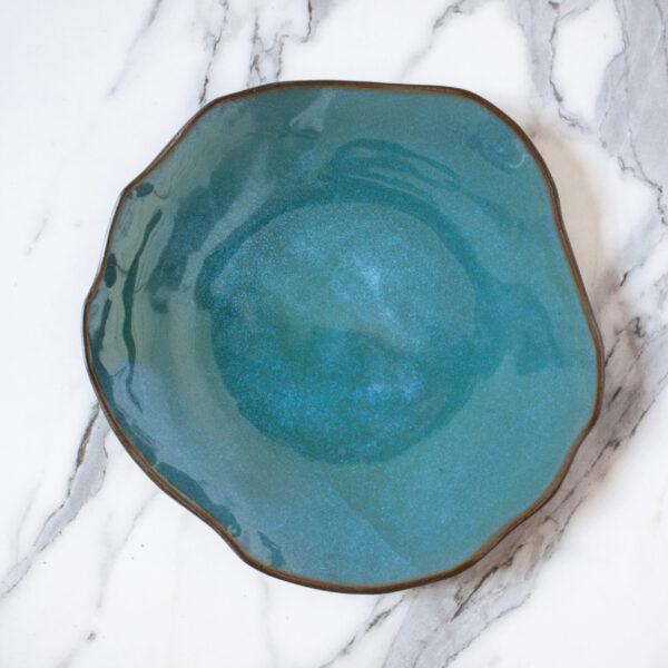 Тарелка из черной глины круглая Этно Мурена
