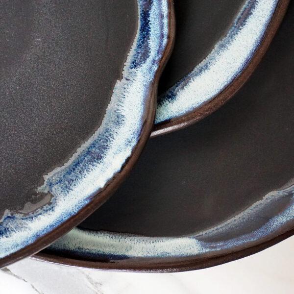 Черная Тарелка круглая из каменной керамики Этно Пантера