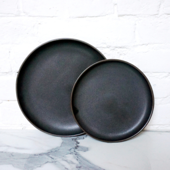 Тарелка круглая из керамики ручной работы Basic Grafit